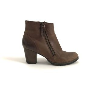 Clarks Pause Majesty Brown Ankle Boots
